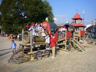 25周年記念の木製遊具『汽車』