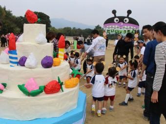 巨大ケーキも登場しました!
