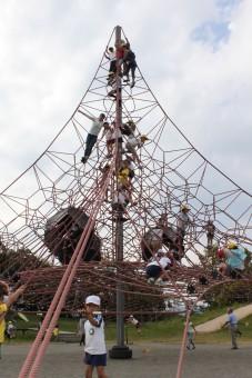 こんな高いネットジャングルジムもあります!