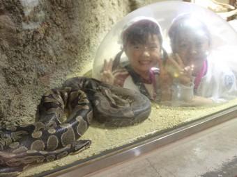 ヘビと記念撮影!