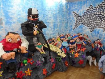 釣りしてるのは釣りが趣味の園長先生です
