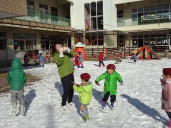 雪合戦開始!