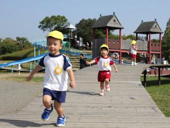 2才児さんも走り回ってますね